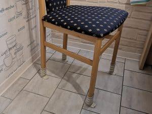 Stuhl mit Stuhlbeinsocken